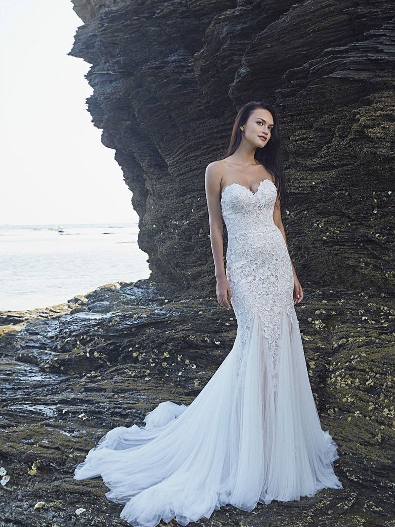 Structured and Classy Fitted Strapless Wedding Gown with ...
