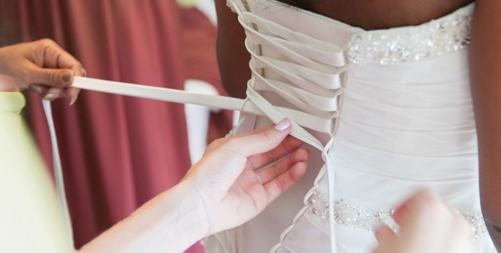 Video Tutorial : Lacing Up A Wedding Dress